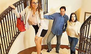 Tanned real estate agent fucks lucky challenge nearby binding