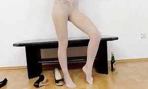 Petite young come to grief dimming nylon nylons in their way piss gap